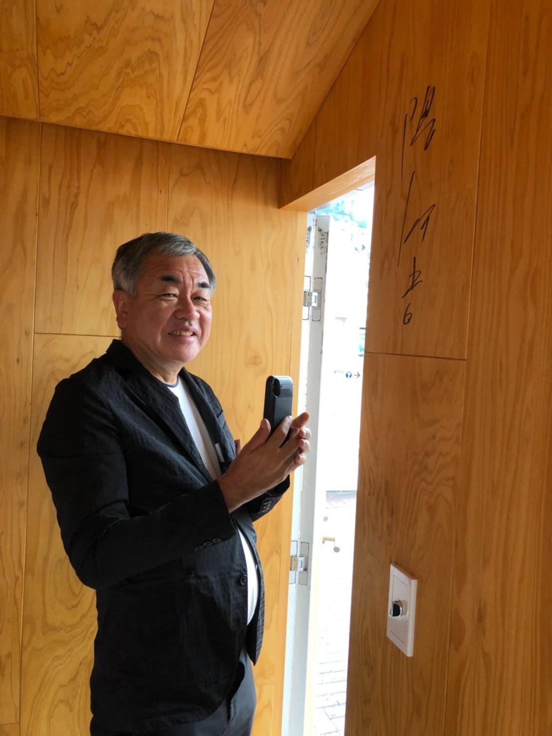 建築家・隈研吾氏がJR岡山駅前 インフォメーションセンターに来訪しました
